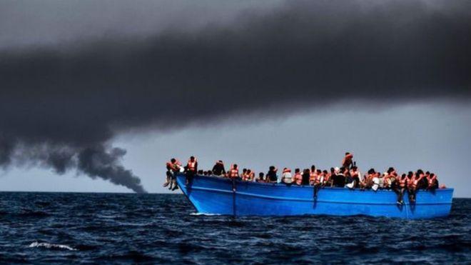 تقارير: غرق 90 مهاجرا معظمهم باكستانيون قبالة ساحل ليبيا