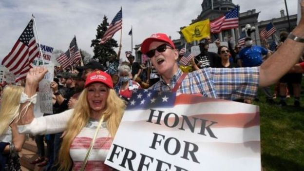 فيروس كورونا: لماذا يعترض الأمريكيون باستمرار على تدابير الإغلاق؟